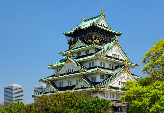 大阪城(PIXTA)