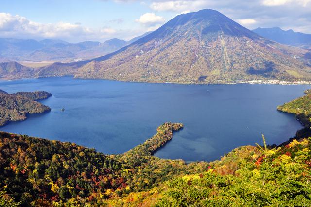 中禅寺湖(PIXTA)