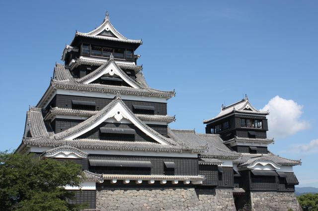 熊本城(PIXTA)