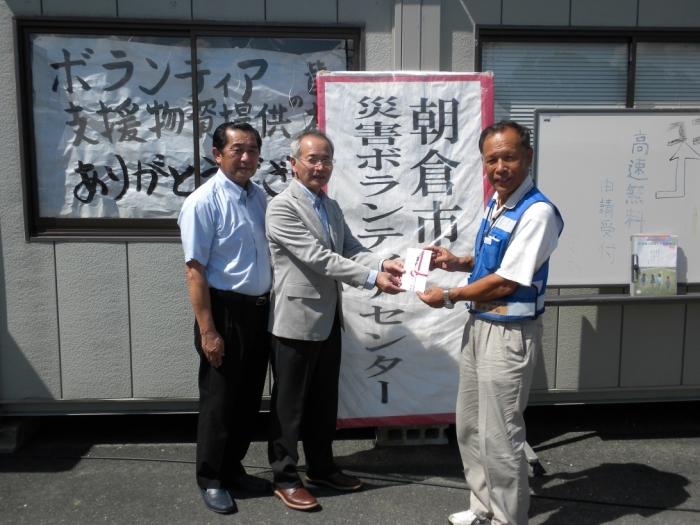朝倉市災害ボランティアセンタ-にて:芹田さん、真子、北嶋事務局長